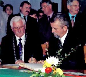 Unterzeichnung des Partnerschaftsvertrages