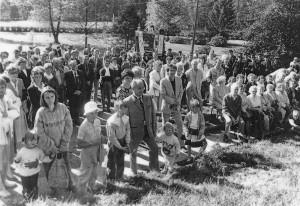Festakt mit Baumpflanzung vor dem Rathaus in Hebertsfelden